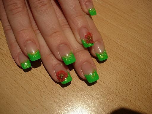 Наращивание ногтей салатовый цвет